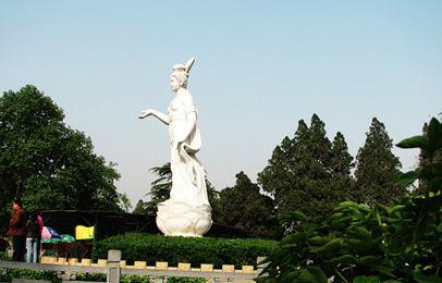 郑州团购 团购   牡丹仙子雕塑建造于1983年首届牡丹花会前夕,由优质