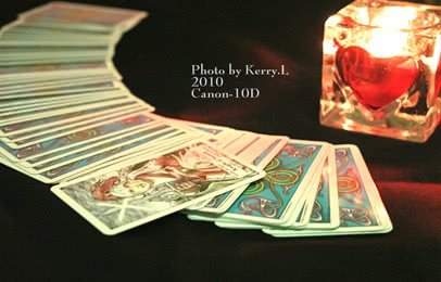 特色,塔罗牌占卜: 神秘的女性占卜师,以神奇的塔罗,为您占卜未来,秒趣