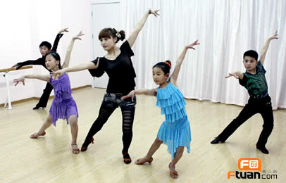 【少儿舞蹈/少儿故事表演/儿童卡通画/少儿拉丁/少儿街舞/成人芭蕾