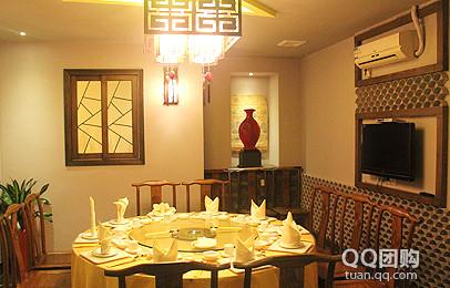 [环境风格]  餐厅装修风格走的是仿古路线