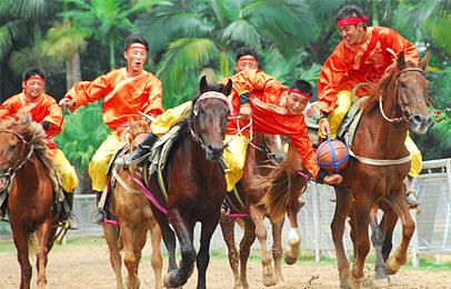 动物狂欢节的主打节目——百兽彩车大巡游