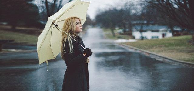 听雨滴的声音,止不住的哀与愁