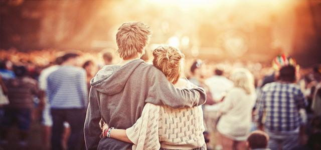 你我拥抱,占据回忆的却是ta